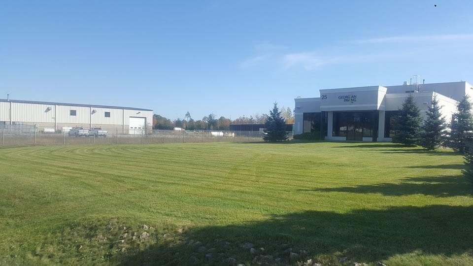Commercial Lawn Care & Lawn Mowing for Barrie, Midhurst & Thornton Ontario
